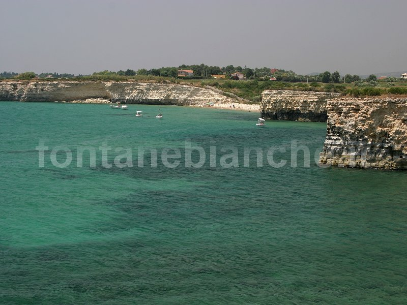 La costa limitrofa a Fontane Bianche
